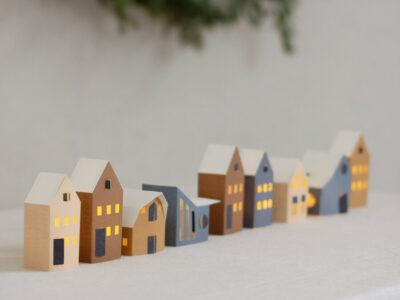 Tûs tiny paper houses (Jurianne Matter)